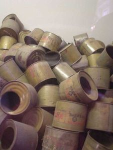 Tomme bokser som har inneholdt Zyklon B fra Auschwitz-Birkenau (Kilde: Wikipedia Commons)