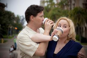 Vi bare må ha påfyll av koffein, ellers kvæler vi hverandre...