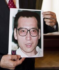 Liu Xiaobo i Torbjørn Jaglands hender