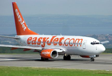1280px-Low.cost.carrier.easyjet.arp